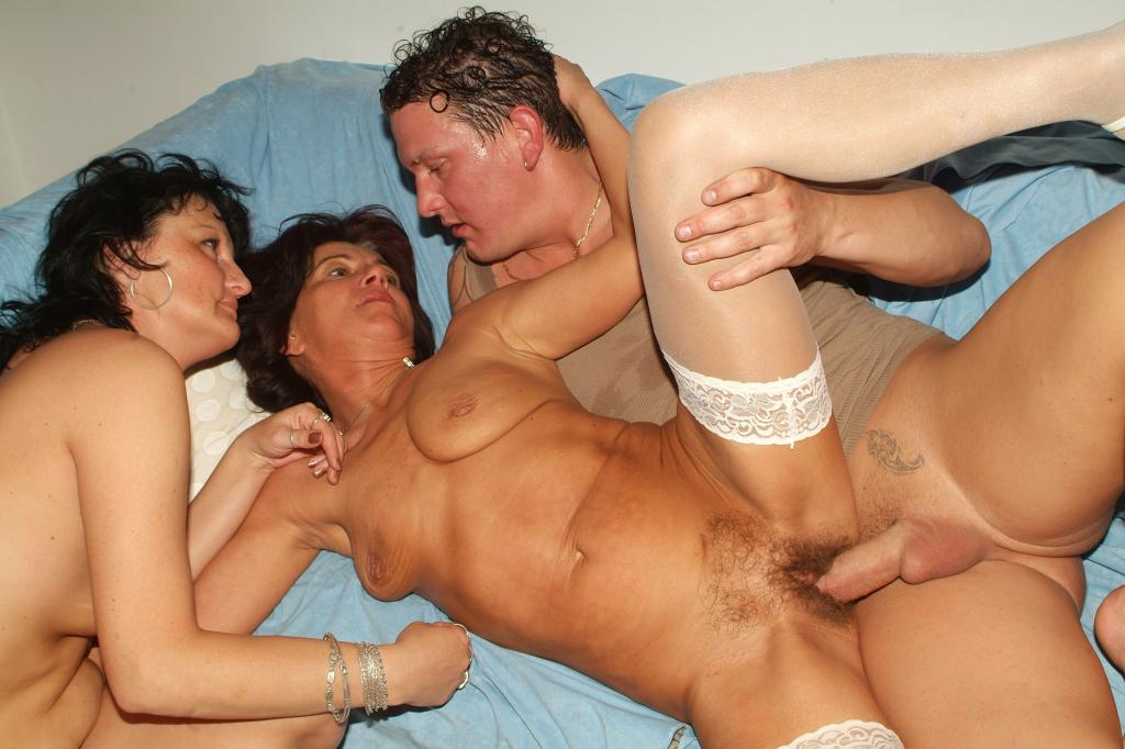 Threesome mature porn tube